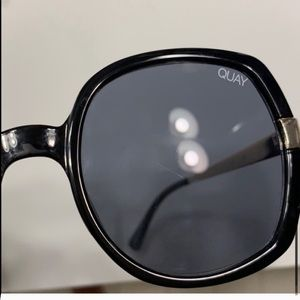 Quay Australia Accessories - QUAY AUSTRALIA Black Gold Dust Sunglasses